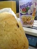パンの缶詰。